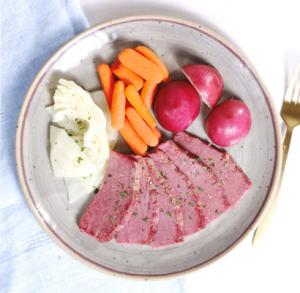 Corned Beef & Cabbage with Red Potatoes & Carrots