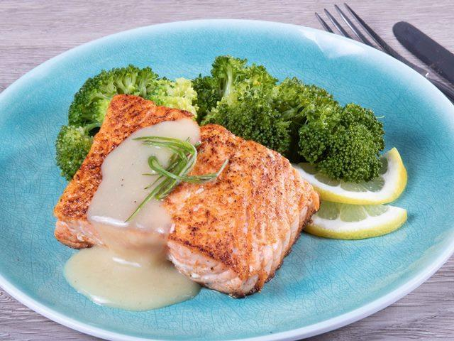 Keto: Seared Salmon with Lemon Sauce with Broccoli
