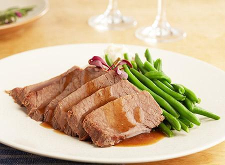 Keto: Roasted Brisket of Beef with Bordelaise Sauce with Green Beans