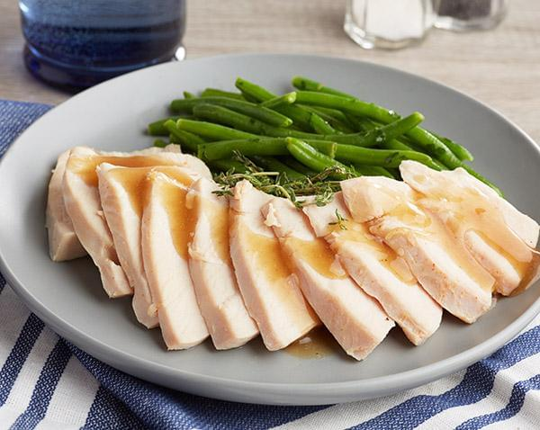 Keto: Sliced Roast Turkey Breast with Thyme Turkey Gravy with Green Beans